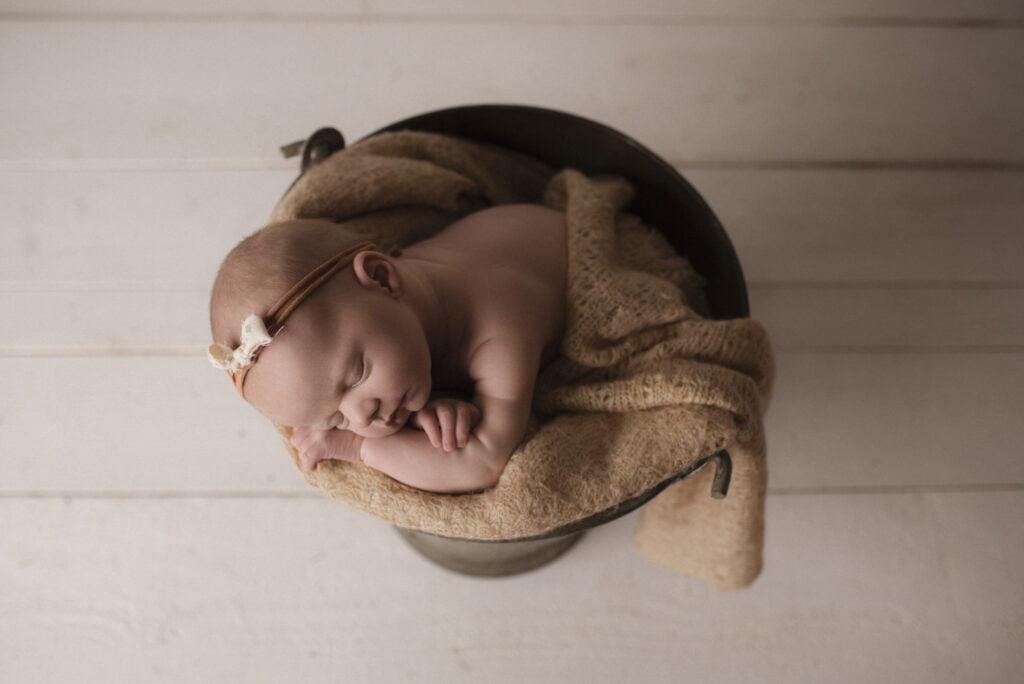 Nyföddfotografering Stockholm Uppsala - En liten Hailey 1