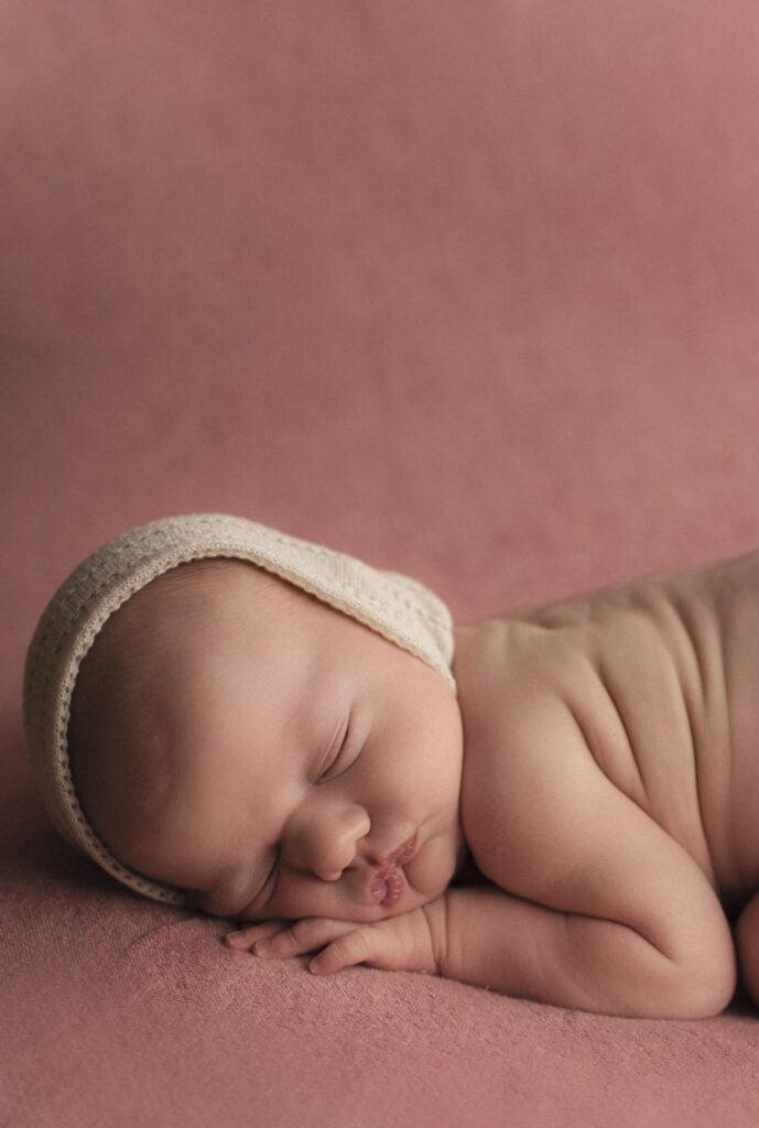 Nyföddfotografering Stockholm Uppsala - En liten Hailey 2