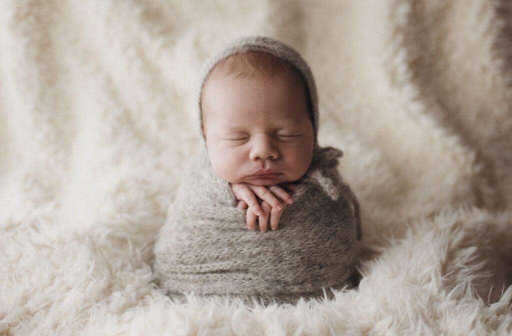 Nyföddfotografering Stockholm - Liam 12 dagar ny 3