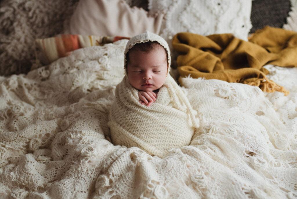 Nyföddfotografering Stockholm - Träffa Navy på 3 veckor 3