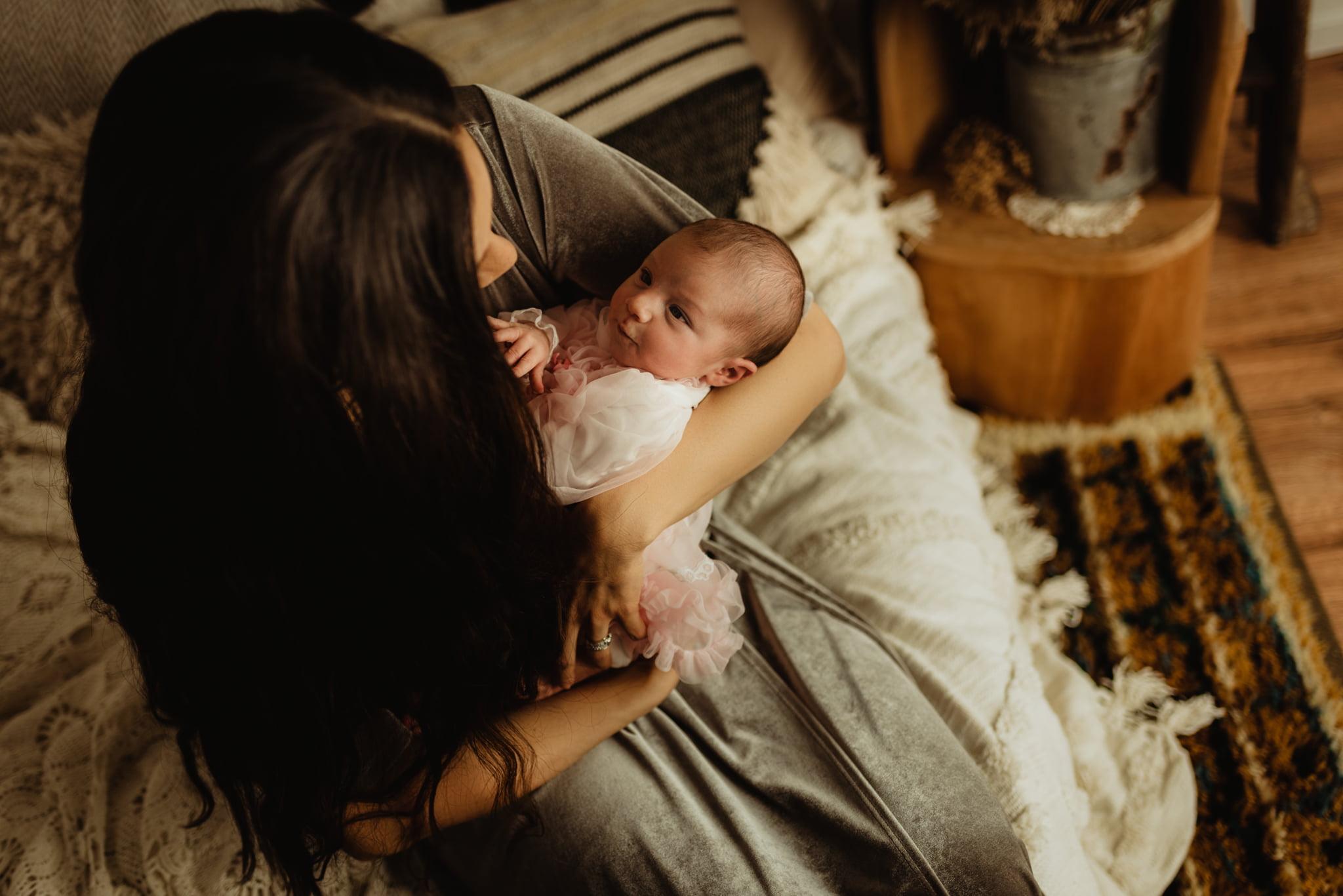 En mysig nyföddfotografering med Neia 12